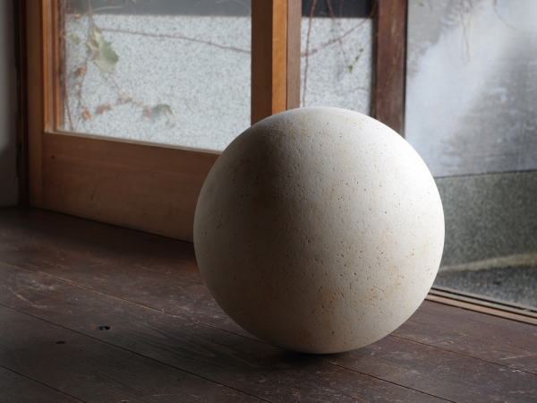 white sphere XL-1